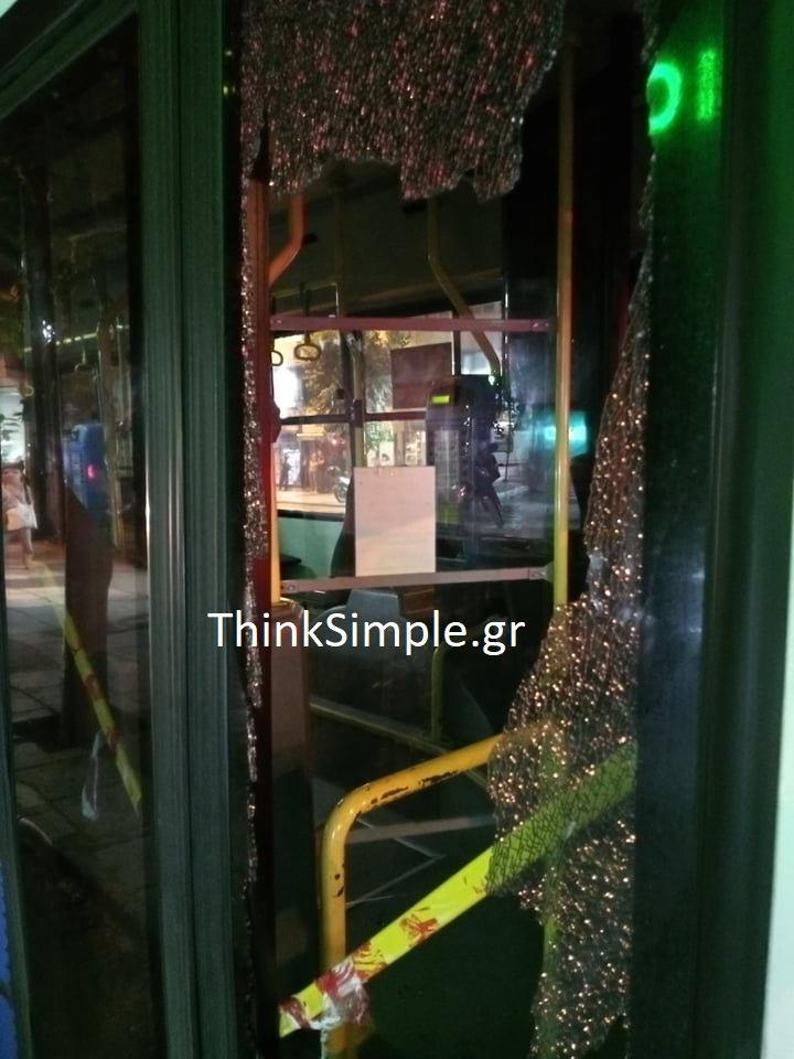 Θεσσαλονίκη: Παρέα έκανε «γυαλιά – καρφιά» λεωφορείο του ΟΑΣΘ (ΦΩΤΟ), φωτογραφία-3