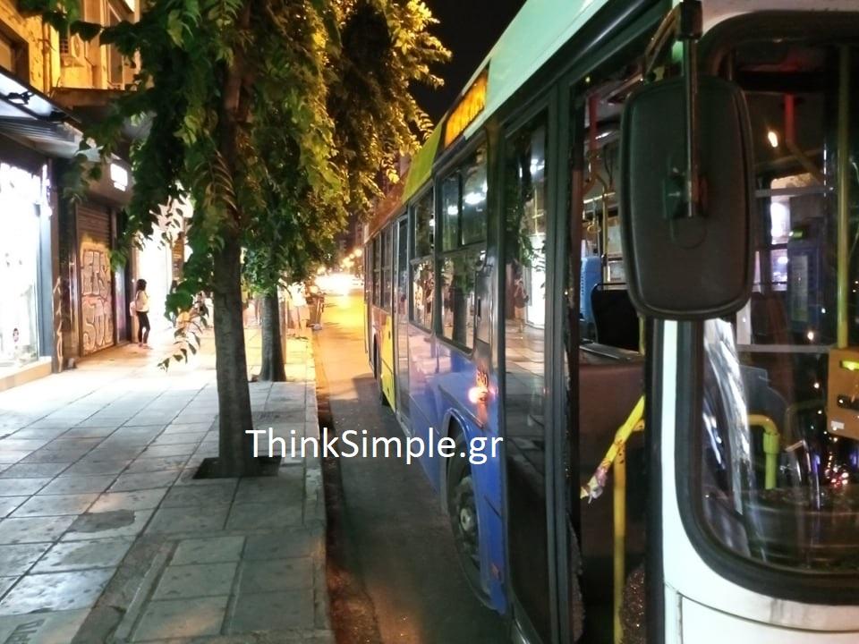 Θεσσαλονίκη: Παρέα έκανε «γυαλιά – καρφιά» λεωφορείο του ΟΑΣΘ (ΦΩΤΟ), φωτογραφία-1